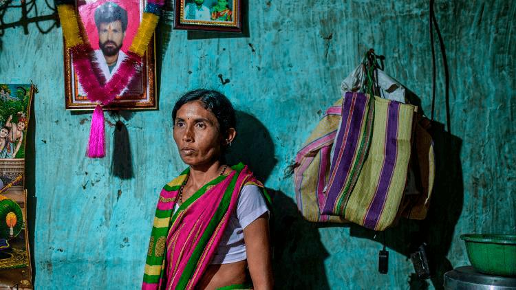 Женщина, муж которой погиб в результате отравления пестицидами в Яватмале